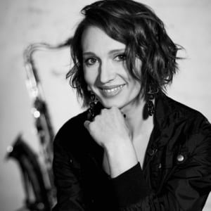 Josephine Davies, Saxofon